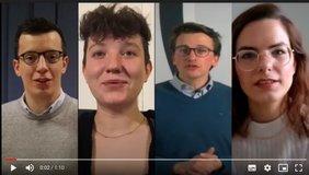ein Videoscreen. von links nach rechts sind vier Kandidatinnen für die Kommunalwahl zu sehen, die zum Zuschauer sprechen.rechen.
