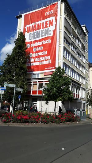 Foto: DGB Haus Gießen mit Wahltransparent